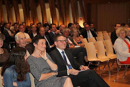 Interessiertes Publikum, Professor Goger und Gattin bei den Festreden
