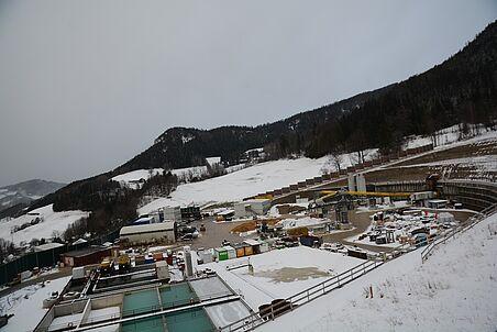 Die Baustelleneinrichtungsfläche Göstritz stark verschneit.